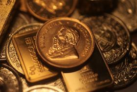 Barren und Münzen aus Gold