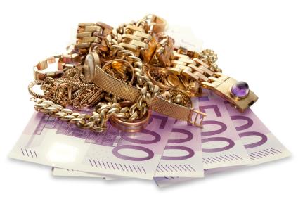 Schmuck auf Geld